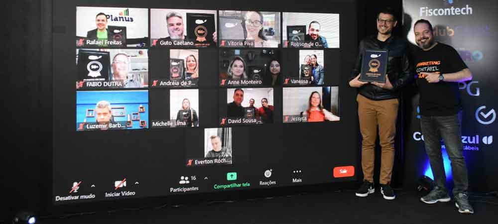 imagem que represente painel de fotos com os homenageados